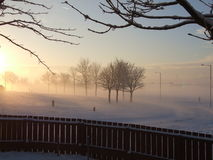 Kalter Wintersonnenuntergang Stockfoto