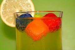 Kaltes Getränk mit Zitrone Stockbilder