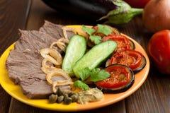 Kaltes Rindfleisch mit Gemüse Lizenzfreie Stockfotos