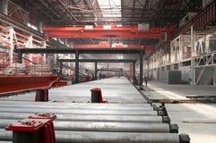 Kaltwalzende Abteilung in der Metallurgiefabrik Stockfotos