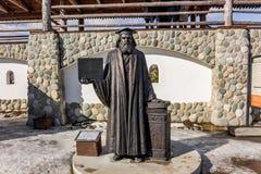 Kaluga region, Ryssland - mars 2019: Monument till den ryska forskaren, kemist, fysiker Dmitri Mendeleev arkivfoton