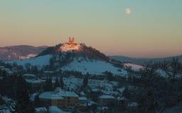 Kalvarienberg in Banska Stiavnica und der Mond lizenzfreie stockfotos