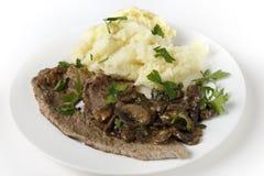 Kalvkött och sauteed champinjonmål Arkivfoton