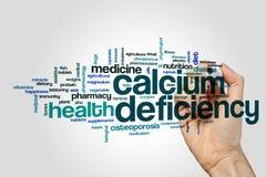 Kalziummangelwort-Wolkenkonzept auf grauem Hintergrund Stockfotos
