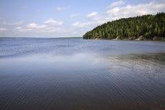Kama-Bucht in Khokhlovka Dauerwelle kra Russland lizenzfreie stockfotografie