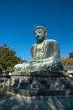 Kamakura Daibutsu ou grand Bouddha fait à partir du ciel en pierre et bleu photo stock