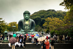 KAMAKURA JAPAN, NOVEMBER 14, 2015: KÅ- toku-i Buddistisk tempel w Fotografering för Bildbyråer
