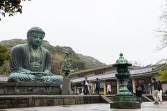 KAMAKURA, JAPONIA Kwiecień 9: Monumentalna sławna brązowa statua Zdjęcie Stock