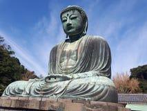 Kamakura Reuzeboedha met blauwe hemel stock afbeelding