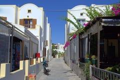 Kamari gata Santorini Arkivfoton