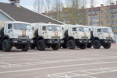KAMAZ-43114 ratuneku centrum EMERCOM Rosja w parking Obrazy Stock