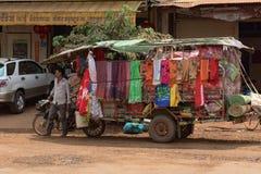 Kambodżańska mężczyzna pozycja blisko do jego samochodu Obraz Stock