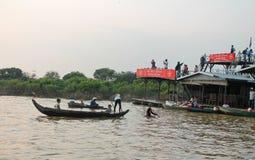 Kambodża, Siem Przeprowadza żniwa, Styczeń 21nd, 2014, spławowa wioska obrazy royalty free