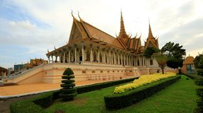 Kambodja Royal Palace - Phnom Penh - Kambodja royalty-vrije stock foto's