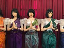 Kambodjan Mannikins i traditionell kläder arkivfoto