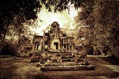 kambodjanen fördärvar tempelet Arkivbild