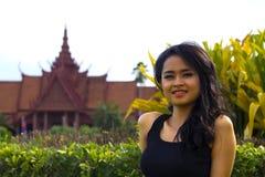 Kambodjansk attraktiv flicka, nationellt museum Royaltyfri Fotografi