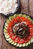 Kambodjansk kokkonst: Nötkött Lok Lak med närbild för nya grönsaker royaltyfria foton