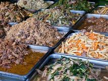 Kambodjansk mat på en marknad Arkivbilder