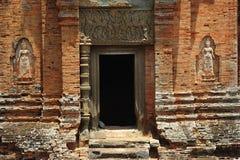 Kambodscha Angkor Roluos der Bakong Tempeleingang Lizenzfreie Stockfotografie