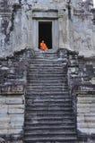 Kambodscha Angkor Wat mit einem Mönch Lizenzfreies Stockbild