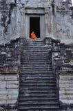 Kambodscha Angkor Wat mit einem Mönch Lizenzfreies Stockfoto
