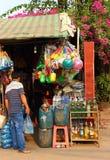 Kambodschanischer kleiner Handelsspeicher stockfotos