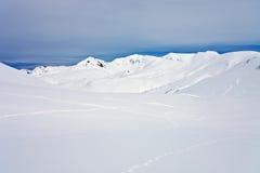 Kamchatka βουνά μετά από ένα χιόνι άνοιξη Στοκ φωτογραφία με δικαίωμα ελεύθερης χρήσης