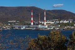 Kamchatka-Kraftwerk gelegen in Petropawlowsk--Kamchatskystadt stockbild