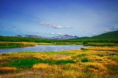 Kamchatka, natura park, Rosja Khodutkinskiye gorące wiosny przy stopą wulkan Priemysh obrazy stock