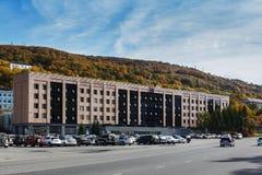 Kamchatsky Krai regerings- byggnad i staden Petropavlovsk-Kamchatsky Ryssland Kamchatka halvö Fotografering för Bildbyråer