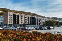 Kamchatsky Krai regerings- byggnad Petropavlovsk-Kamchatsky stad, Kamchatka, Ryssland Fotografering för Bildbyråer