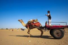 Kameel het berijden, de Woestijn van Thar Stock Fotografie