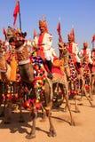 Kameeloptocht bij Woestijnfestival, Jaisalmer, India Stock Afbeeldingen