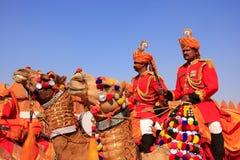 Kameeloptocht bij Woestijnfestival, Jaisalmer, India Stock Foto