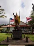 Kamehameha Statue国王在古镇Kapaau 库存照片