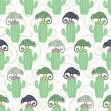 Kameleonhagedis en het naadloze patroon van de cactusinstallatie Groene reptiel herhaalbare tegel vectorillustratie royalty-vrije illustratie
