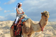 Kamelritt- och ökenaktiviteter i den Judean öknen Israel royaltyfri fotografi