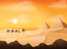 Kamelwohnwagen in wilden Afrika-Pyramiden gestalten am Sonnenunterganghintergrund landschaftlich stock abbildung