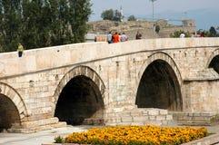 Kamen Most Bridge, Skopje, Macedonië stock foto's