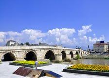 Kamen Most Bridge, Skopje, Mazedonien lizenzfreie stockfotografie