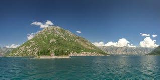 Kamenari-Lepetane färja i fjärden av Kotor, Montenegro fotografering för bildbyråer