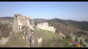 Kamenets,在Odjykon附近,波兰- 2018年4月8日:中世纪城堡的古老废墟反对t一个自然风景的背景的  影视素材