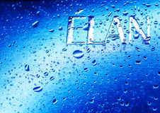 Kamenetz-Podolsky, УКРАИНА, 11-ое августа 2017: вода на логотипе ELAN Стоковое Изображение RF