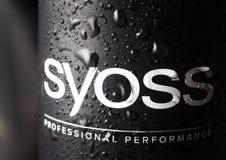 Kamenetz-Podolsky UKRAINA, Augusti 11, 2017: vatten på SYOSS-logoen Royaltyfri Bild