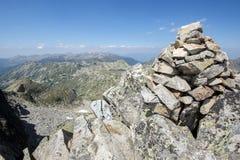从Kamenitsa峰顶的惊人的看法在Pirin山 免版税库存图片