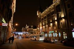 Kamennoostrovsky-Allee nachts Lizenzfreies Stockfoto
