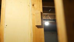 Kamer niecki zestrzelają patrzeć przez ściennych stadnin niedokończona piwnica w przemodelowywać stan zbiory wideo