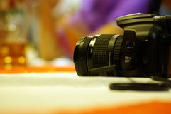 Kamera auf der Tabelle stockbilder