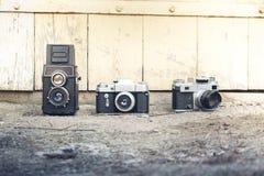 Kamera auf einem hölzernen Hintergrund Stockfoto